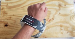 How to use wrist straps (step 4)